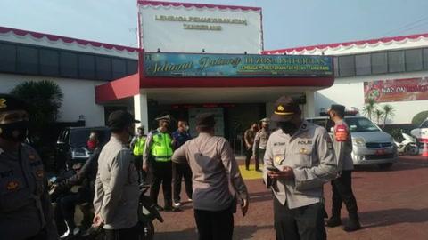 Al menos 41 presos mueren en incendio en prisión indonesia