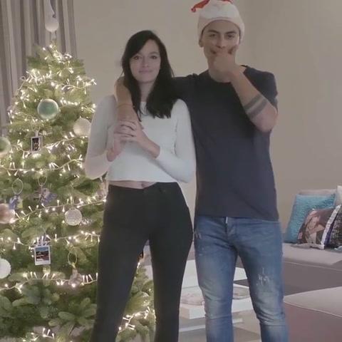 El video navideño de Oriana Sabatini con Paulo Dybala en Italia
