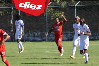 ¡Rony Martínez dispara un misil de penal y reduce la desventaja de Real Sociedad ante Olimpia!
