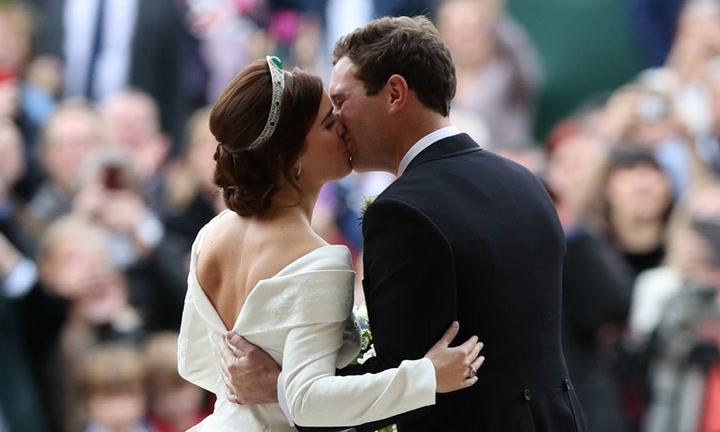 Eugenia de York y Jack Brooksbank, el primer beso de los recién casados