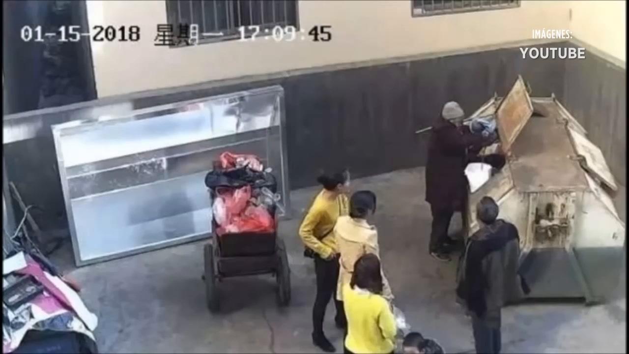 Rescatan a bebé de la basura en China