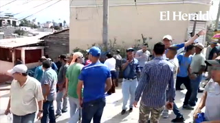 Con piedras y armas se enfrentan pobladores y simpatizantes del PN