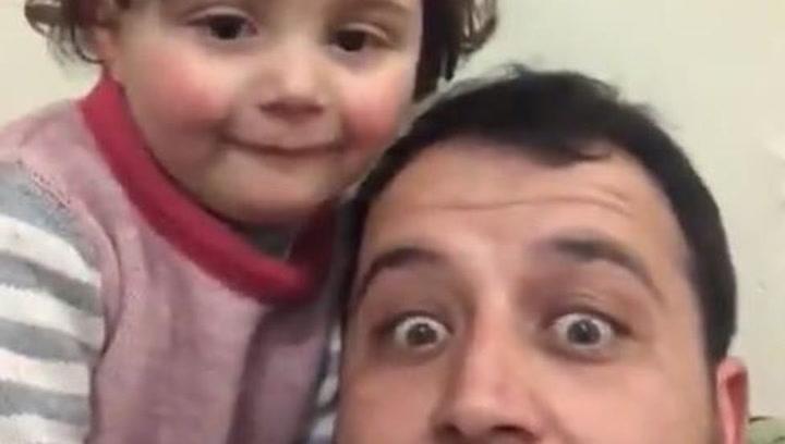 El enternecedor video del padre sirio que ayuda a su hija a no tener miedo de las bombas