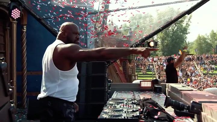 Shaquille O'Neal actuó como DJ Diesel en el prestigioso festival belga Tomorrowland