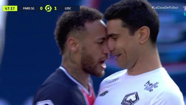 Neymar acaba expulsado y la lía en el túnel de vestuarios