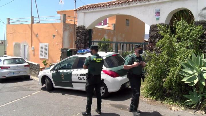 La Guardia Civil registra el domicilio de las niñas de Tenerife desaparecidas