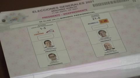 Ecuador elige presidente en duelo cerrado entre izquierda y derecha