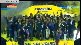Motagua levanta la copa 16 ante su afición en el Nacional