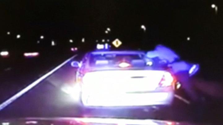 Politimenn måtte ta imot baby da kvinne fødte i bilen