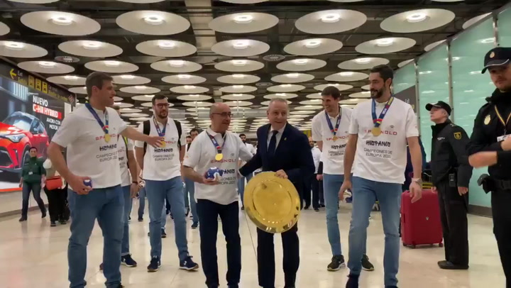 Los Hispanos, recibidos como héroes tras el oro en el Europeo