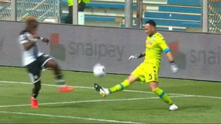 ¡Uy Ospina! Atrevido sombrerito que casi le cuesta un gol en el Parma vs Napoli