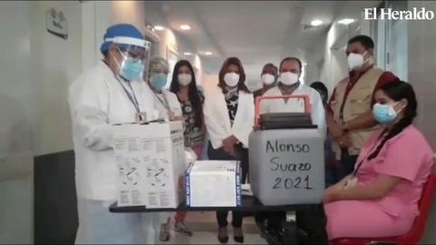 Así fue la reacción de primera persona vacunada en el Hospital Escuela