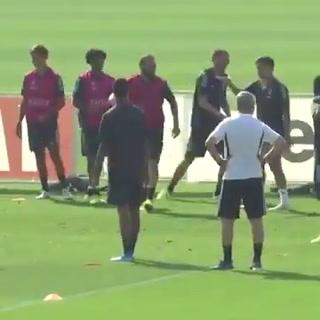 La patada de Higuaín a un miembro del cuerpo técnico de la Juventus