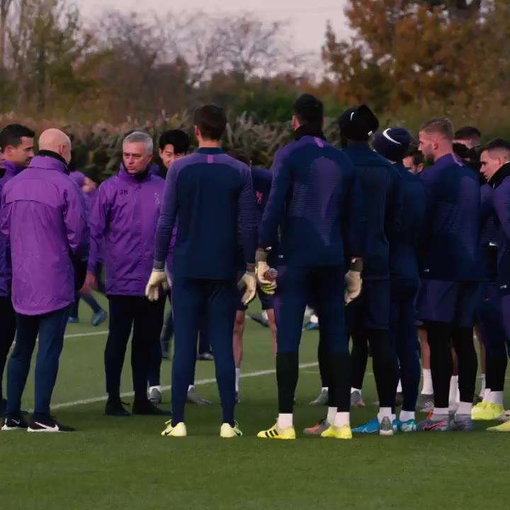 José Mourinho dirige su primer entrenamiento con el Tottenham Hotspur