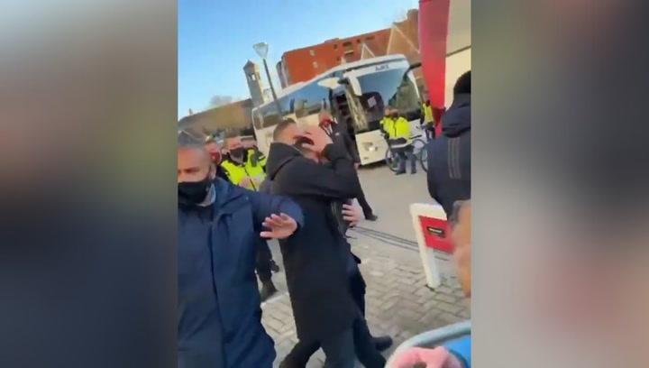 El PSV se disculpa con el Ajax por el monedazo a Tadic