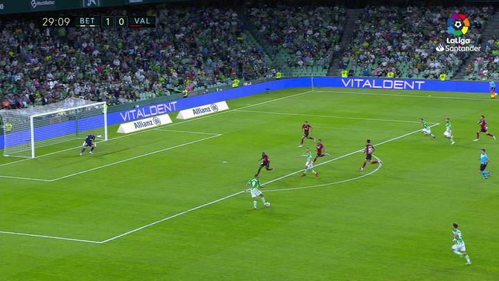 Gol de Borja Iglesias (2-0) en el Betis 4-1 Valencia