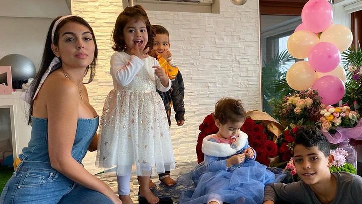 Así de bien se lo pasa bailando Alana, la hija de Cristiano Ronaldo y Georgina
