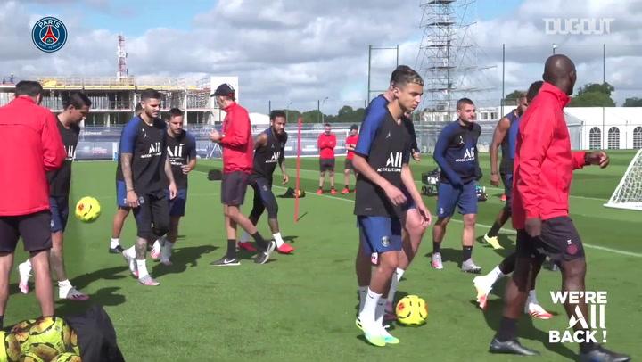 Paris Saint-Germain realiza treinos específicos com bola