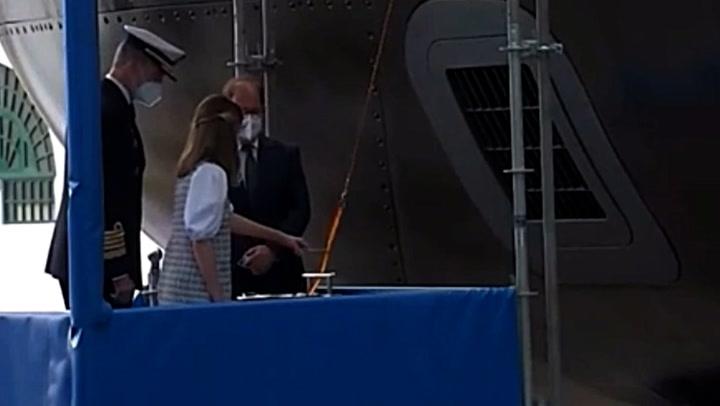 La princesa Leonor realiza el bautismo del submarino Isaac Peral ante el orgullo del rey Felipe