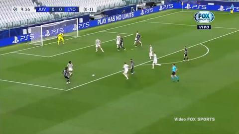El polémico penal sancionado al Lyon frente a la Juventus