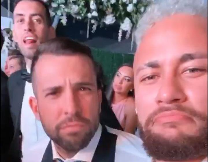 Neymar bromea con Busquets y Jordi Alba en la fiesta de Luis Suárez