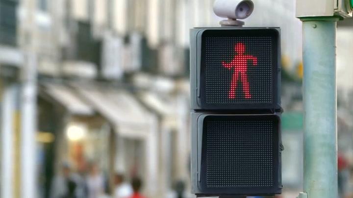 Dansende trafikklys fikk folk til å stoppe opp