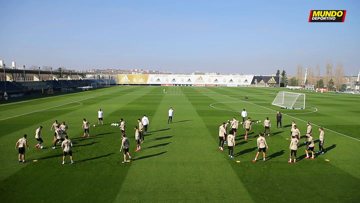 Eden Hazard entrena con el grupo en la sesión del Real Madrid