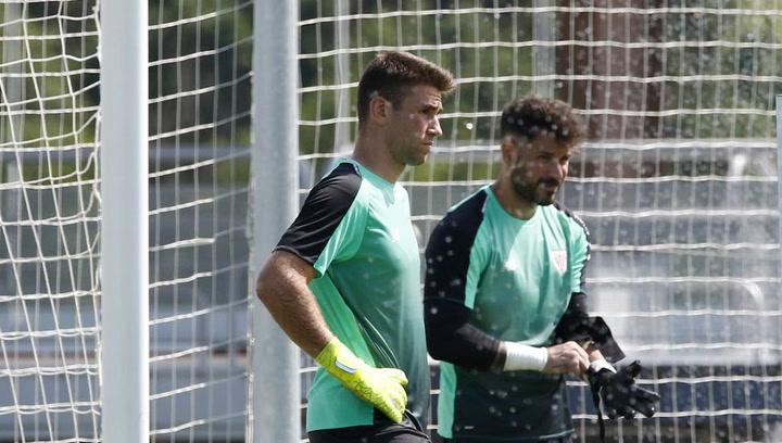 Garitano apuesta por Unai Simón bajo palos ante el Barça