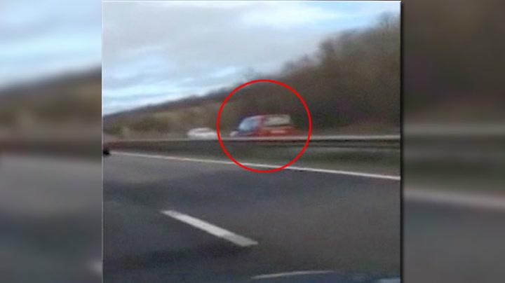 Her kjører hun feil vei på motorveien i 80 km/t