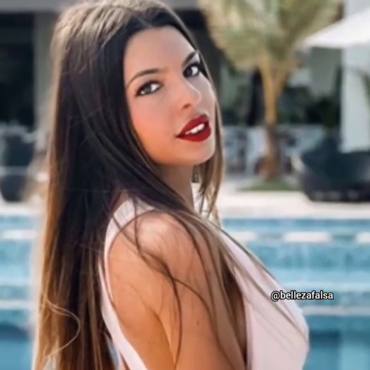 'Bellezafalsa' destapa los retoques de Andrea de 'La Isla de las Tentaciones' en sus fotos de Instagram