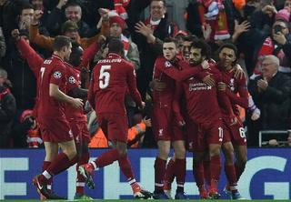 Liverpool se mete a los octavos de final tras sufrida victoria contra Napoli