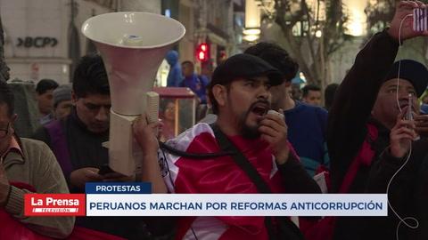Peruanos marchan por reformas anticorrupción