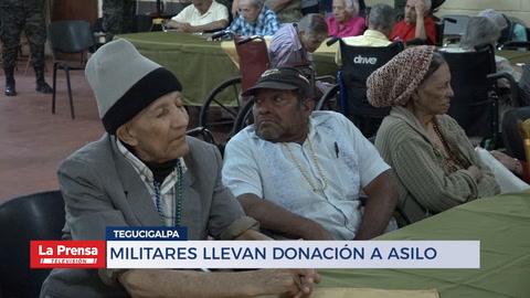 Militares llevan donación a asilo