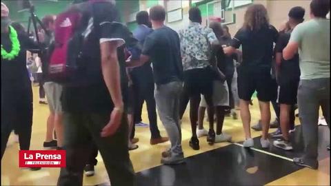 Lanzan tortillas a jugadores latinos de baloncesto escolar en California