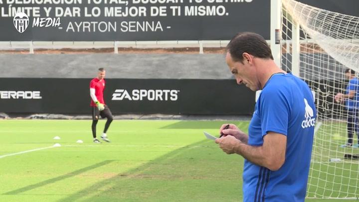 Voro substituye a Gracia y será la séptima ocasión que se sienta en el banquillo del Valencia