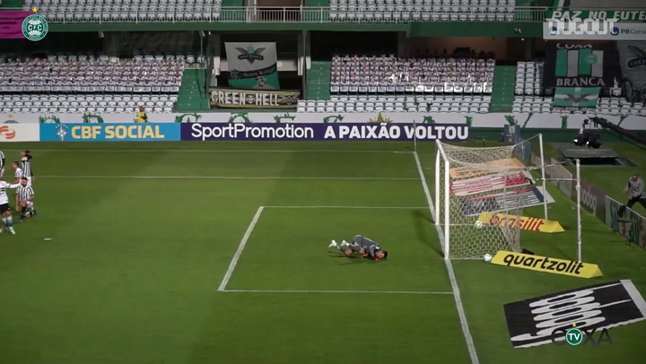 Giovanni Augusto scores Coritiba's goal in the loss against Santos