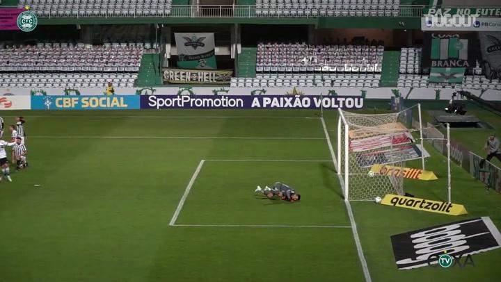 Giovanni Augusto scores Coritiba's goal in the loss against Santos