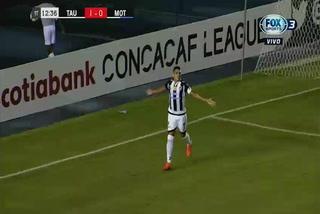 Edwin Aguilar anota el 1 - 0 de Tauro ante Motagua