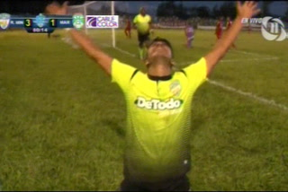 Julian Galo anota el 3 - 1 de Real de Minas ante Marathón
