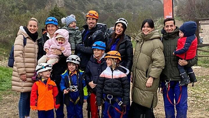 Tirolina, cuevas... la aventura a lo Indiana Jones de Sergio Ramos y Pilar Rubio con sus hijos