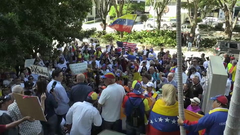 Centenares de venezolanos reclaman en Miami la actuación militar en Venezuela