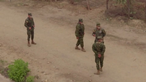 Perú moviliza militares a frontera con Ecuador para bloquear migrantes