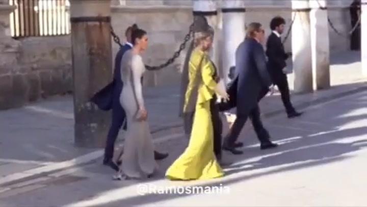 René junto a Lorena Gómez en la boda de Ramos y Pilar Rubio
