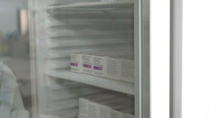 Llegada de una nueva remesa de vacunas de Pfizer y AstraZeneca a Baleares