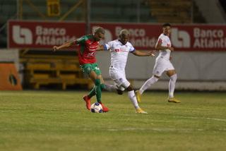 Olimpia y Marathón empatan 0-0 en un entretenido juego en la Gran Final de ida