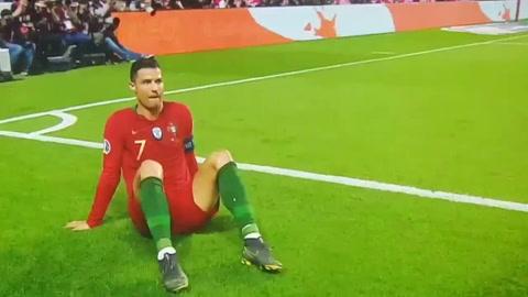 ¡Alarma! Cristiano Ronaldo se lesiona en el Portugal - Serbia