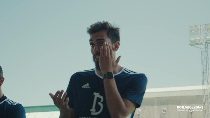 Borja Iglesias se emocionó durante su campus