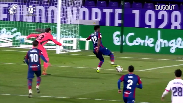 Malsa dribbles past the keeper and scores vs Valladolid