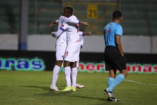 ¡Olimpia humilla a UPNFM en un juego lleno de penales y goles con hat-trick perfecto de Arboleda!