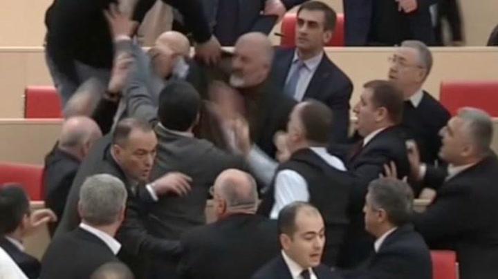Slagsmål brøt ut i Georgias parlament